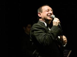 Il comico-cantante Gigi Franchini