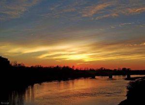 Tramonto sul fiume (di Paola Cariati)