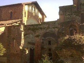 Lomello basilica esterno